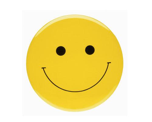 Persönlichkeit: Ein lächelndes Gesicht war Vorbild für den Smiley, der erstmals 1963 auf einer Anstecknadel auftauchte. Eine amerikanische Versicherung hatte ihn bei dem Werbegrafiker Harvey Ball in Auftrag gegeben, weil sie mit den Ansteckern das Betriebsklima verbessern wollte.
