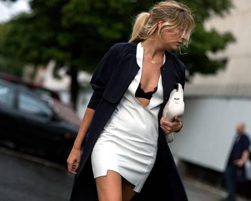 Streetstyle: Achtung, BH-Blitzer! So ein Look erfordert eine große Portion Modemut, sieht dafür aber auch sehr exquisit aus.