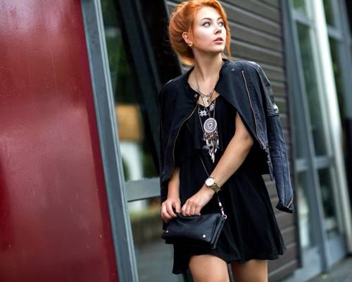 Streetstyle: Ein Traumfänger gibt eine tolle Halskette ab - vor allem zu so einem coolen Look in Tiefschwarz!