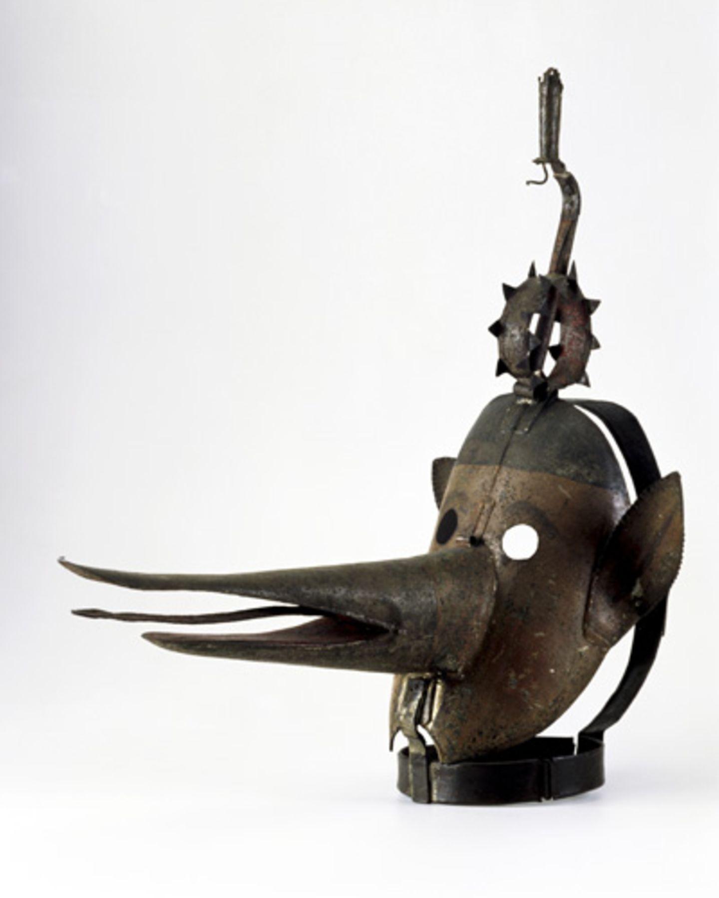 Schandmasken dienten bis ins 18. Jahrhundert der Bestrafung bei Verstößen gegen den Anstand. Die Beschuldigten wurden mit den Masken durch die Straßen getrieben und verspottet. Dabei schränkte die Maske die Sicht des Trägers ein, so dass er immer wieder an Hindernisse stieß - und wieder für neuen Spott sorgte.