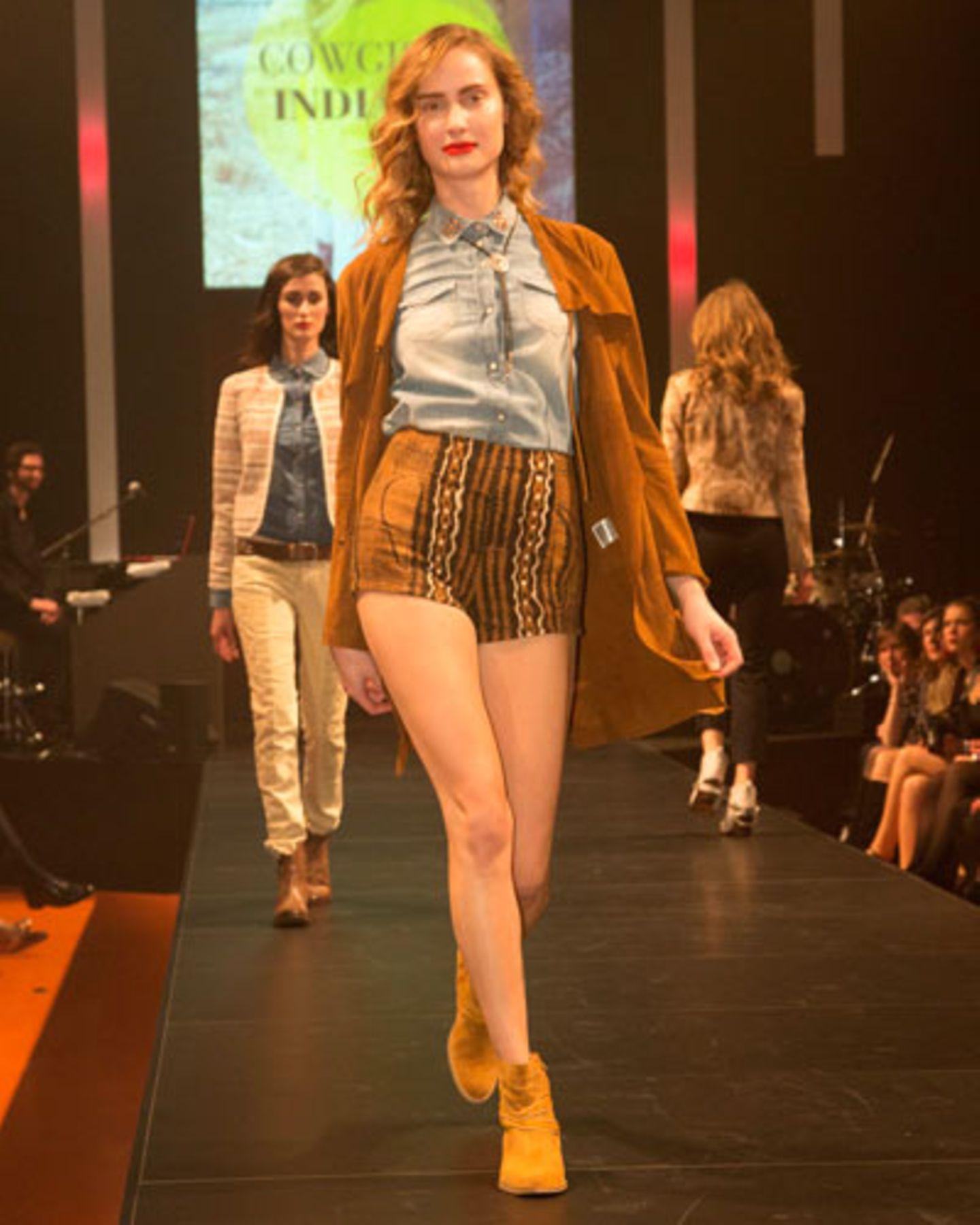 Jeanshemd von Pepe Jeans, Jacke von Hauber. Shorts: Holy Ghost. Schuhe gesehen bei TK Maxx. Schmuck: Vintage.