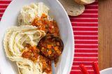 Der Klassiker unter den Nudelsaucen - mit frischen Tomaten, Sellerie und Möhren. Genau das Richtige, um auf leichte und leckere Art die Abwehr zu stärken. Zum Rezept: Pasta Napolitana