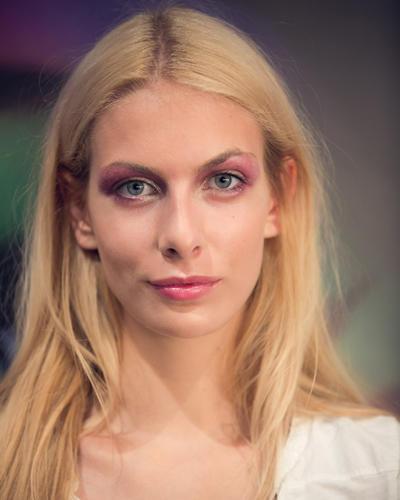 Make-up-Trends: Auch die Lippen wurden in einem kräftigen Rosé-Ton geschminkt. Ein sehr edler Look.