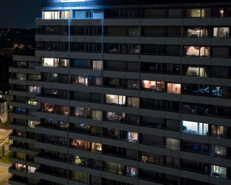 In Mülheim an der Ruhr leben 13 Projekt-Teilnehmer in einem Hochhaus am Hans-Böckler-Platz. Sie leben Tür an Tür mit der alteingesessenen Nachbarschaft.