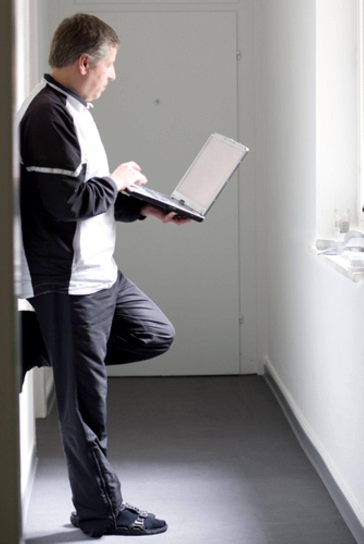 Ein Laptop und ein Internetzugang sind alles, was die Teilnehmer brauchen, um ihre Eindrücke und Erlebnisse aus dem Ruhrpott festzuhalten. Seit dem 1. Januar 2010 wohnen sie in ihren neuen Wohnungen. Erst wenn das Ruhrgebiet nicht mehr Kulturhauptstadt ist, ziehen die Teilnehmer wieder aus - oder vielleicht nicht.