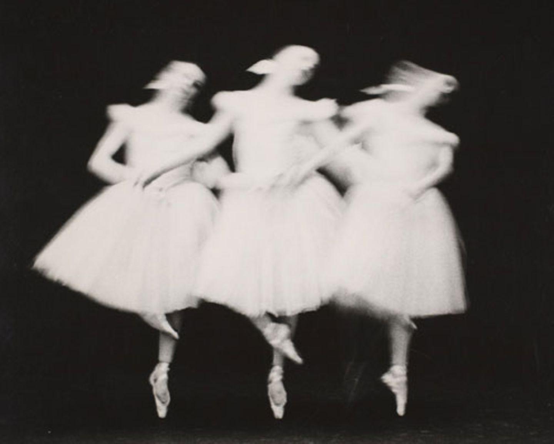 """Lillian Bassman und Paul Himmel waren 77 Jahre lang ein Paar. Beide schufen ihr eigenes Oevre, doch sie arbeiteten auch eng zusammen: """"Zum Beispiel machte ich das Layout für Pauls Buch und suchte die Bilder aus. Diese Zusammenarbeit gab es bei vielen Projekten. Selbst beim Ballett-Buch, für das ich das Layout gemacht habe."""""""