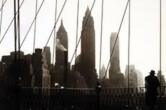 """""""Meine Arbeit ist ganz anders als die von Paul"""", sagt Bassman über ihren kürzlich verstorbenen Ehemann. """"Für ihn ist der Ort wichtig und die Visualisierung von Zeit. Für mich zählte eher die Form."""" Hier eine Aufnahme Himmels von der Brooklin Bridge in New York."""
