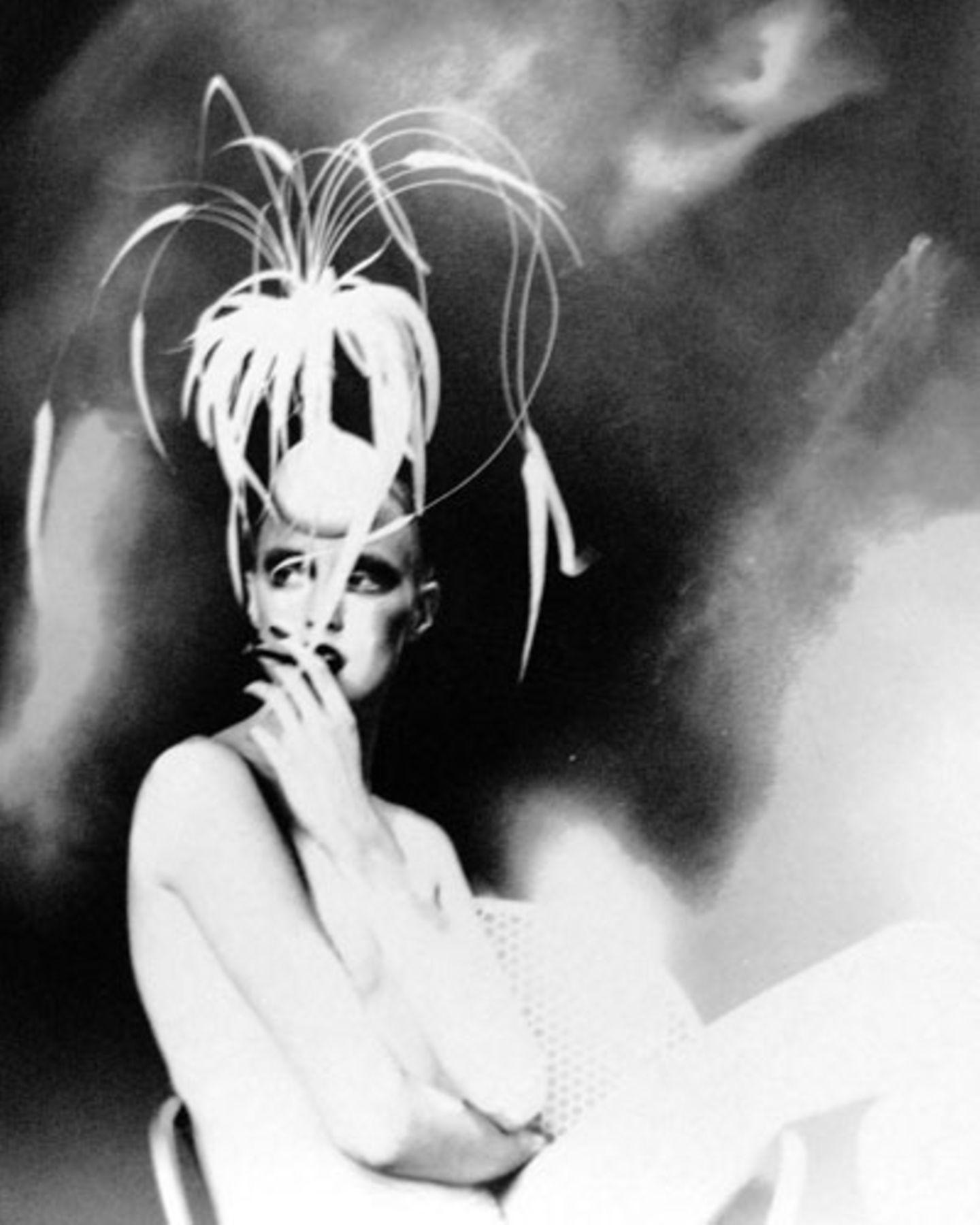 """Bassman studierte ursprünglich Malerei, stellte dann jedoch fest, dass sie eine """"schrecklich schlechte Malerin"""" sei und wandte sich der Fotografie zu. Noch heute wirken viele ihrer Bilder wie mit Ölfarbe gemalt. Für diesen Effekt nutzt die Künstlerin moderne Technik: """"Ich liebe die moderne Technologie. Sie ermöglicht es zu experimentieren ohne Papier und Chemikalien zu verschwenden."""" Und über ihre Arbeit in der Dunkelkammer sagt Bassman: """"Wissen Sie... meine Finger machten die ganze Sache als würde ich malen."""""""
