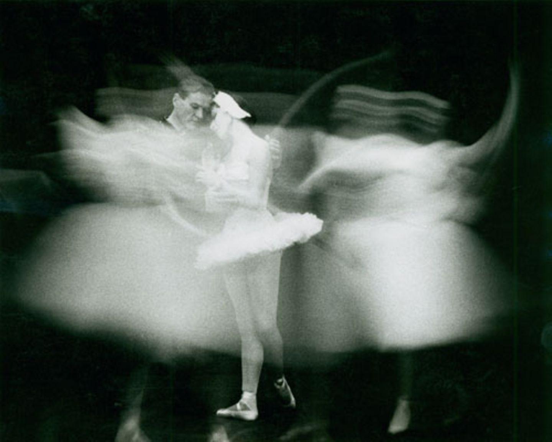 War seine Frau von Grafik und Formen inspiriert, ging es Paul Himmel vor allem um die Psychologie. Das Innere der Menschen sollte sich in den Bildern wiederfinden. Bei seinen Aufnahmen des New York City Ballets hielt er das fest, was den Tänzern am meisten bedeutet: ihre Bewegungen.