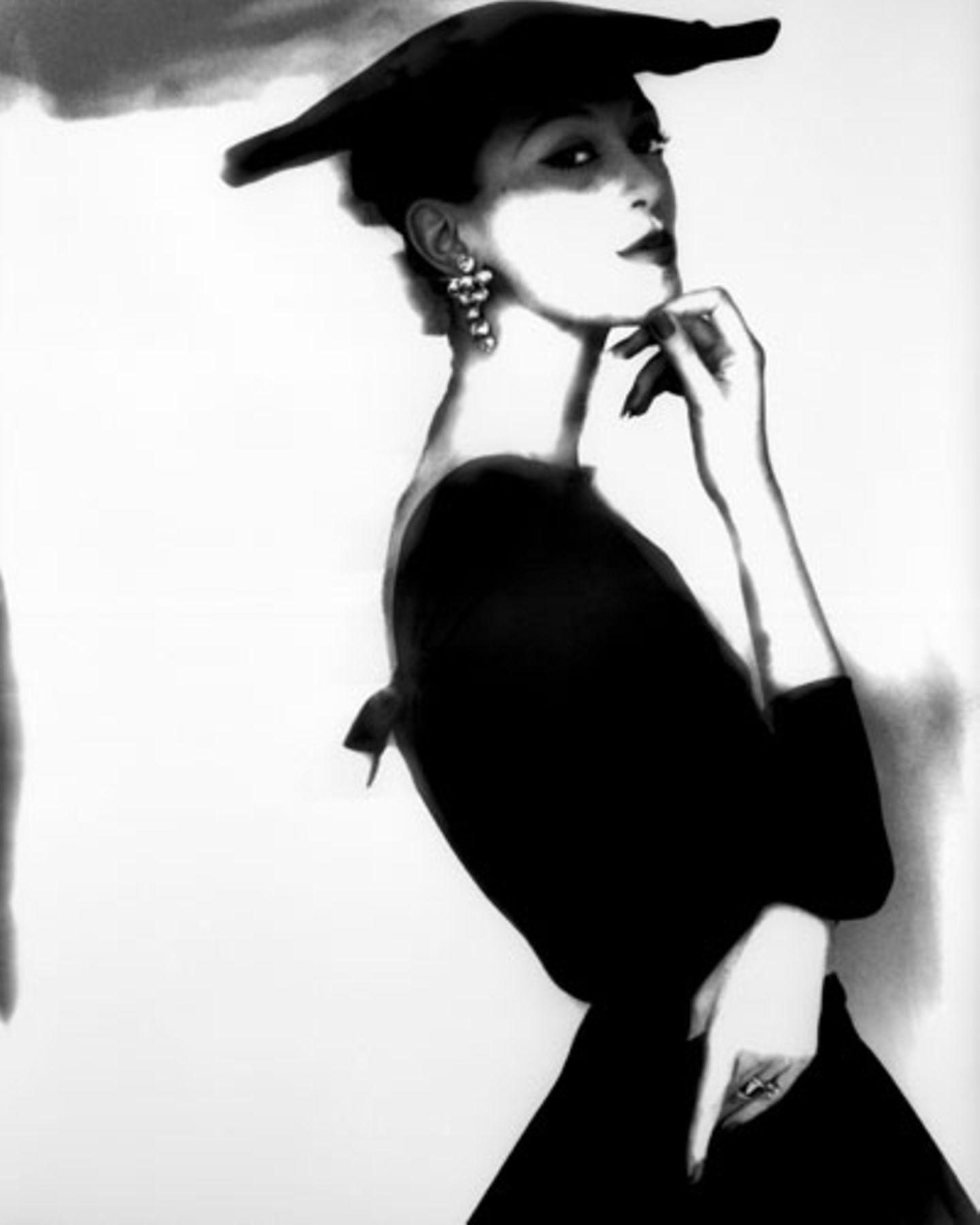 """Eine Aufnahme Bassmans von dem Model Barbara Mullen. Über sie sagt die Fotografin: """"Mein Lieblingsmodel war Barbara Mullen, die wirklich das unwahrscheinlichste Model war, das Sie jemals gesehen haben. Es gab nichts Schönes an ihr. Es sei denn man stellte sie ins Licht, brachte sie dazu, sich zu bewegen. Dann war sie unglaublich."""""""