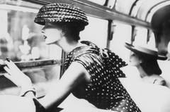 """Nach Ende des Zweiten Weltkrieges gehörten Bassman und Himmel zur jungen, progressiven New Yorker Kunstszene, verkehrten unter anderem mit Andy Warhol. Doch die beiden pflegten in erster Linie ein Familienleben, hatten ein Haus und zogen zwei Kinder groß: """"Ich habe nie samstags und sonntags gearbeitet"""", erzählt Lillian Bassman."""