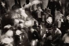 Eine Aufnahme aus dem Grand Central Terminal, bei dem - typisch Himmel - mit den Verwischungen die Bewegung visualisiert wird. Das Paar lebte mit seinen Kindern in New York, die Sommer verbrachten sie in ihrem Ferienhaus auf Fire Island.