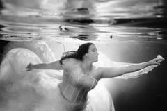 Braut unter Wasser