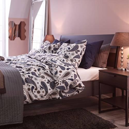 Bett Schlazimmer Wäsche Spiegel