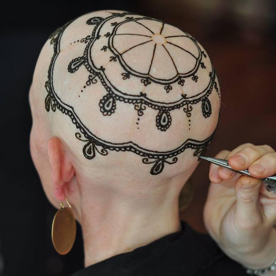 Wie Henna-Kunst über den Haarverlust hinwegtröstet
