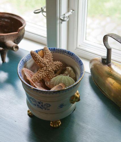 Muscheldeko in der Fensternische