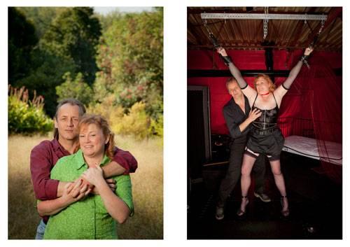 """Sex: Der Bundesstaat Georgia im Süden der USA ist ein erzkonservatives Fleckchen Erde. Die Republikaner erzielen hier regelmäßig ihre besten Wahlergebnisse, Tradition und Religion werden groß geschrieben. Ausgerechnet im rigiden Südstaat fand der Fotograf Forest McMullin die Protagonisten für seine Bildserie """"Day & Night"""". McMullins Fotografien zeigen durchschnittliche US-Bürger in Doppelporträts: In ihrem normalen Alltag und in expliziten Fetisch-Posen. Die Frauen und Männer aus McMullins Bildern gehen tagsüber ihrer Arbeit nach, kümmern sich um den Haushalt, bringen ihre Kinder in die Schule. Nachts steigen sie ab in die SM-Kerker der Metropole Atlanta. Das brave Pärchen von nebenan in voller SM-Montur – es ist dieser Kontrast der McMullin reizte. Die Menschen auf seinen Bildern haben verschiedenste Hintergründe und Lebenssituationen. Sie eint die Lust an Bondage, Rollenspielen und sexuellen Experimenten. """"Identität hat viele Facetten"""" erkannte der Fotograf während des Projektes """"Sexualität ist vielleicht ihr privateste Ausdruck"""". Die Idee zur Fotoserie ist ihm gekommen, als er einen Artikel über SM gelesen hatte. Um seine Models zu finden, zog er durch Swingerclus und SM-Kerker in Atlanta. Die Bilder geben Einblick in eine Welt, die den meisten Menschen sonst verschlossen bleibt."""