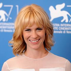 January Jones trägt Bob mit Pony