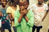 Mamawa hat die Nicht-Anfassen-Regel vergessen. Daran wurde sie erinnert, als sie versuchte, jemanden zu umarmen.