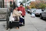 """""""Das ist meine Nachbarin. Sie spricht nur Mandarin, deswegen haben wir uns noch nie unterhalten. Aber sie bringt mir seit 20 Jahren jeden Tag eine Handvoll Süßigkeiten."""""""