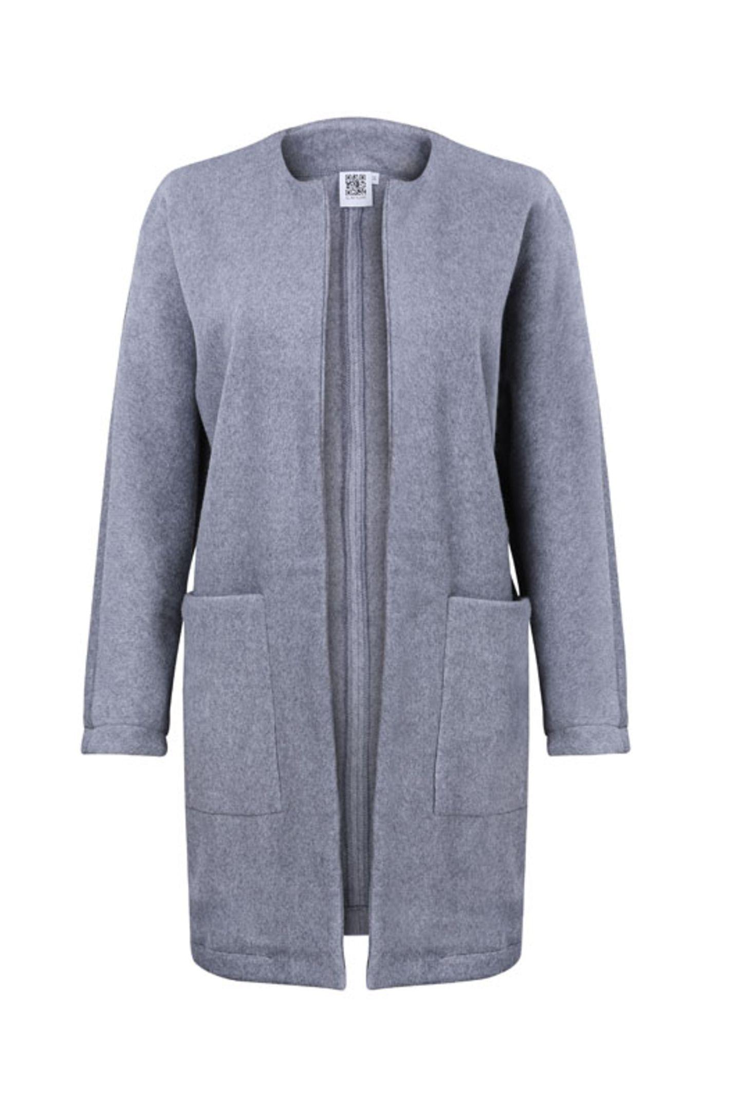 Die Teile aus der aktuellen Herbst-/Winterkollektion 2015/2016 sind im Online-Shop erhältlich. Der Mantel aus Bio-Baumwolle kostet um 140 Euro.