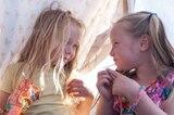 Für die Fotografin war es aufregend zu beobachten, wie ihre Nichten in diesen Monaten ihre Persönlichkeit entwickelten und ihre Bindung zueinander stärkten.