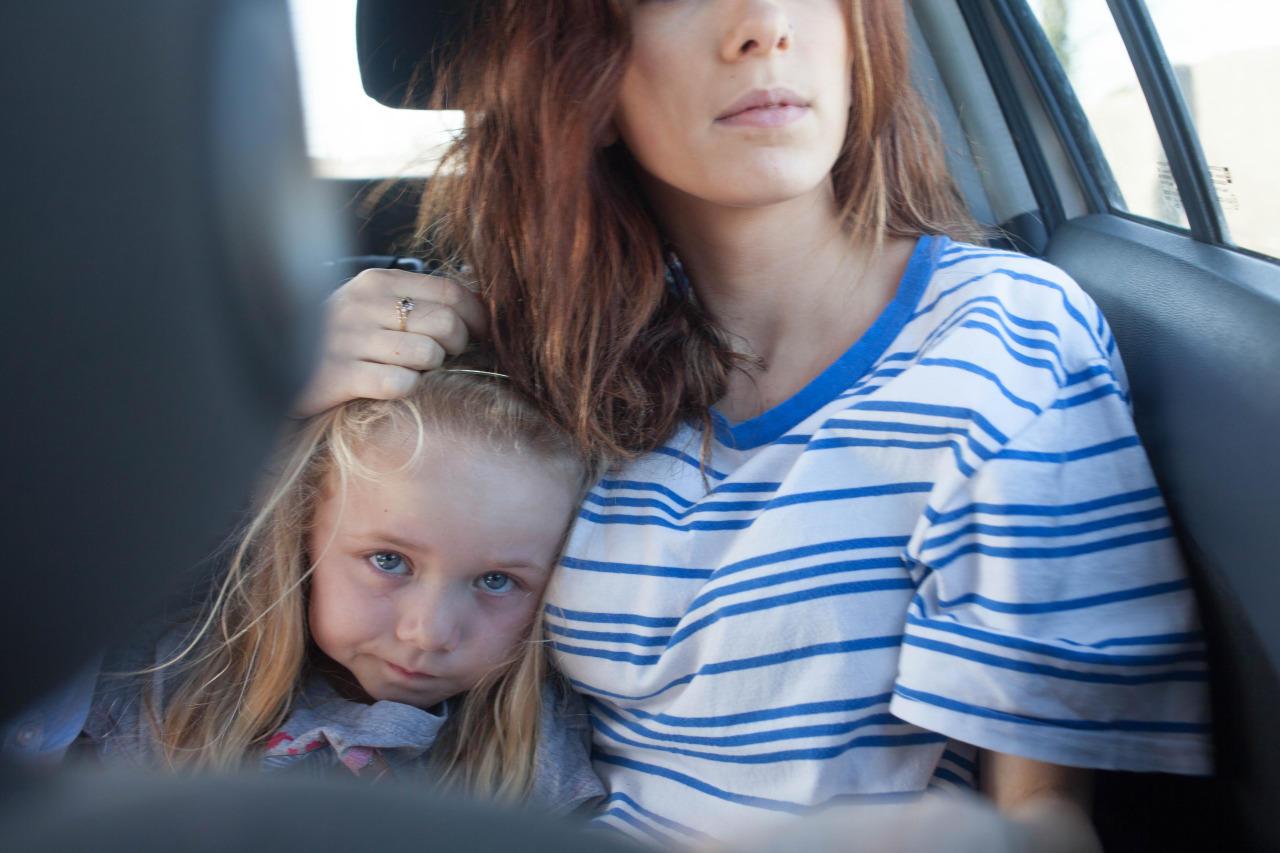 """Fotoserie: Sechs Monate begleitete Samantha Conclon ihre Schwester und ihre Familie. """"Ich habe ihre normalen Familienrituale beobachtet und versucht die Momente einzufangen, die ich auch aus meiner eigenen Kindheit kannte und die das Band zwischen den Frauen in meiner Familie und mir formten."""""""