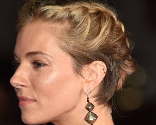 Stars mit Flechtfrisuren: Sienna Miller
