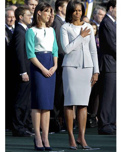US-Wahl: Und noch mal der Lady-Gipfel im März dieses Jahres: Samantha Cameron trägt ein Kleid von Roksanda Ilincic, Michelle Obamas weißgraues Kleid und die Jacke sind von Zac.