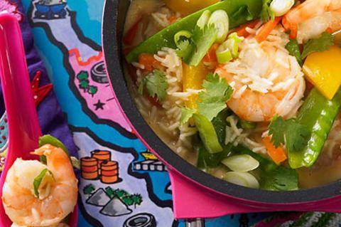 Jetzt wird's exotisch! Der Kokos-Garnelentopf ist typisch Thai-Küche - bunt, knackig und voller toller Aromen. Ohne Currypaste wird das Essen kinderfreundlich. Zum Rezept: Thailändischer Kokos-Garnelentopf