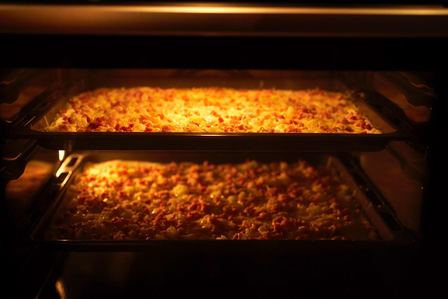 Klassischer Flammkuchen mit Zwiebeln