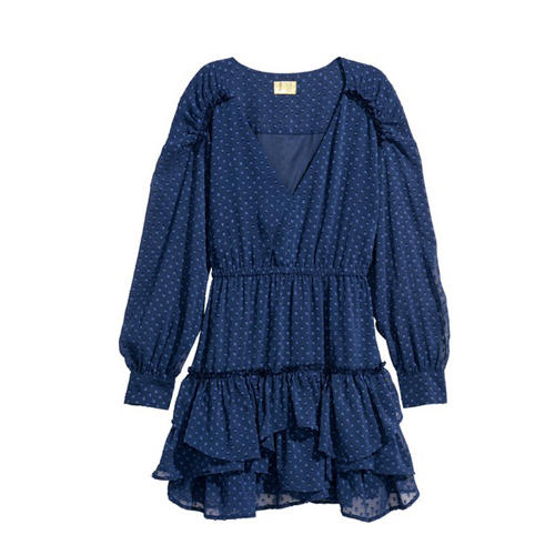 Kleid mit tiefem Ausschnitt und Volants