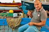 Der Beruf des Fischers wird zwar auch auf Sizilien immer unbeliebter - daber dieser Sizilianer bleibt bei seiner Tradition.