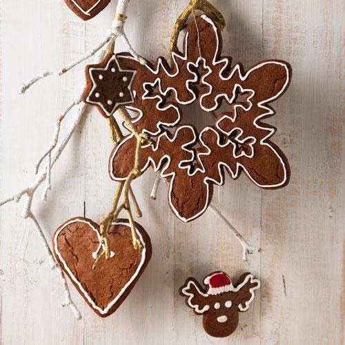 Herzen, Sterne oder Eiskristalle: Aus Lebkuchenteig lassen sich viele schöne Sachen machen - zum Dekorieren, Verschenken und Vernaschen. Zum Rezept: Honigkuchen-Anhänger