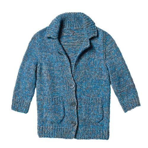 Die Strickjacke mit Rippenkragen und abgerundeten Taschen ist ein Alleskönner. Sie passt zu Röcken wie zu Jeans - und zum Kleid. Zur Strickanleitung: Blau melierte Jacke stricken