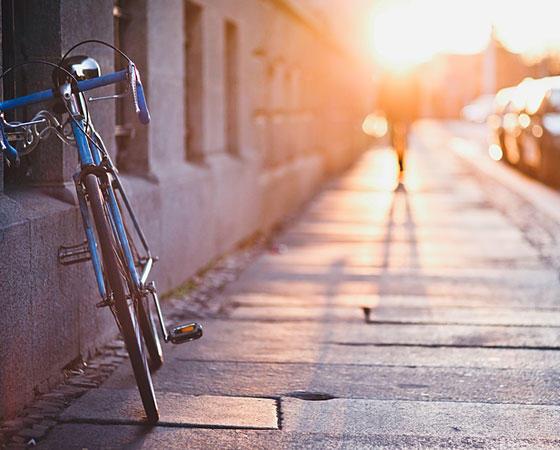 E-Cards: Wie wär's mit einer Radtour am Morgen oder mit einem Spaziergang? Laden Sie Ihre Liebsten dazu ein mit dieser E-Card!