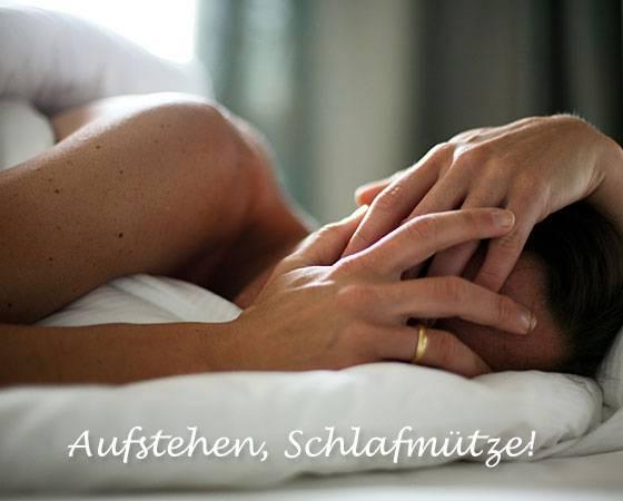 E-Cards: Ihre Lieben kommen morgens nicht aus dem Bett? Wegen Sie sie mit einem Augenzwinkern - mit dieser E-Card!