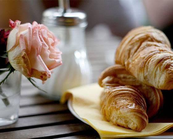 E-Cards: So einen liebevoll gedeckten Frühstückstisch wünschen Sie sich auch mal wieder? Sagen Sie es Ihren Lieben - mit dieser E-Card!
