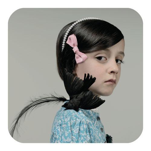 Neue europäische Messe für Fotografie: Cecile Decorniquets Kinder-Porträts haben einen Hauch von Couture und eliminieren so alle gängigen Kindheits-Klischees.