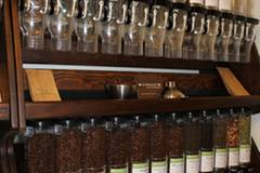 Von den sieben verschiedenen Kaffeesorten sind alle fair gehandelt, vier sind aus biologischem Anbau, einer ist entkoffeiniert.