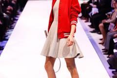 Kleid: French Connection Schuhe: Candice Cooper Socken: American Apparel Schläger: privat