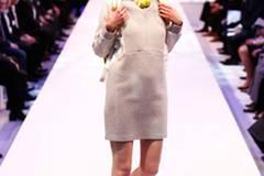 Kleid: Asos Rucksack: American Apparel Schuhe: Deichmann Kopfhörer: Urbanears