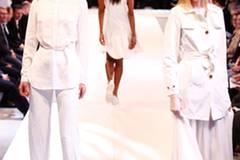 Outfit links: Bluse: Benetton Hose: Glaw Gürtel: Asos Schuhe: Navyboot Sonnebrille: Skyeyes über Fielmann Outfit rechts: Kleid: Glaw Mantel: Geox Schuhe: Flip Flop