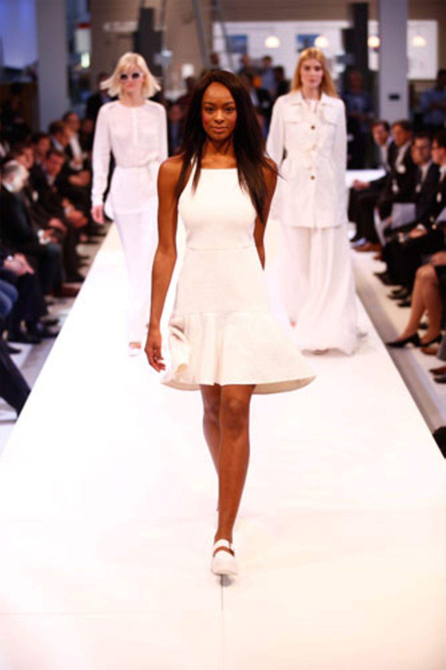 Kleid: Tibi Schuhe: Vagabond