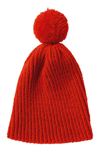 Jetzt brauchen alle eine Mütze. Warum nicht für beste Freundinnen eine mitstricken? Diese rote Mütze mit Bommel stricken Sie ganz schnell.  Zur Anleitung: Rote Mütze mit Bommel stricken.
