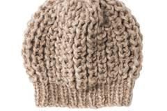Schlicht und schön: Damit wir im Winter nicht frieren, stricken wir uns eine Mütze im Patentmuster mit Bündchen. Die hält richtig warm! Zur Anleitung: Mütze im Patentmuster mit Bündchen stricken