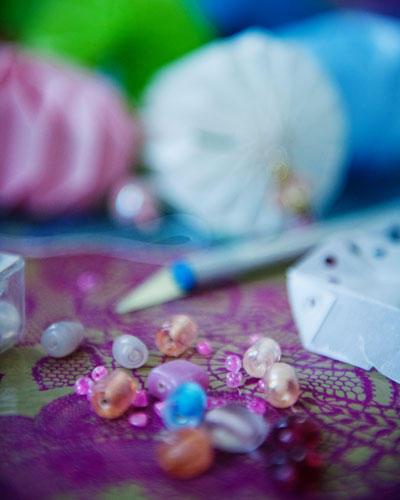 Papier und Perlen