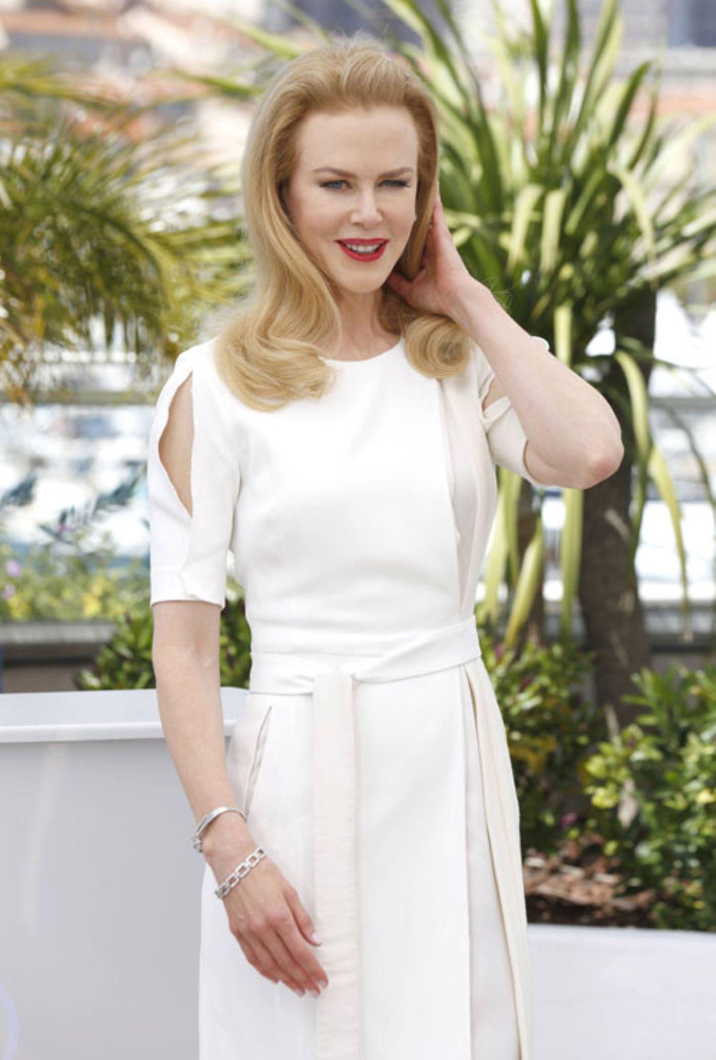 Nicole Kidman am Nachmittag vorm Opening in weißer Robe beim Fotoshooting für ihre Film.