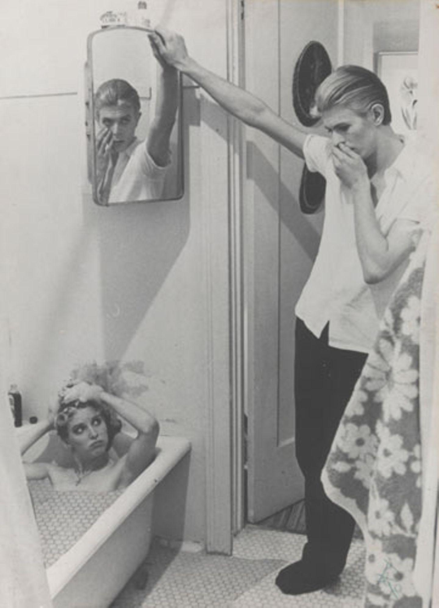 """Fotocollage mit bearbeiteten Film-Standbildern aus """"The Man Who Fell to Earth"""", 1975-1976 Film-Standbilder von David James"""