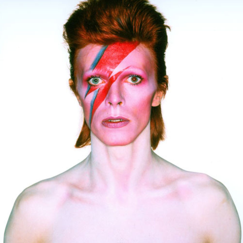 """Aufnahme von David Bowie für das Albumcover von """"Aladdin Sane"""", 1973 Fotografie von Brian Duffy"""